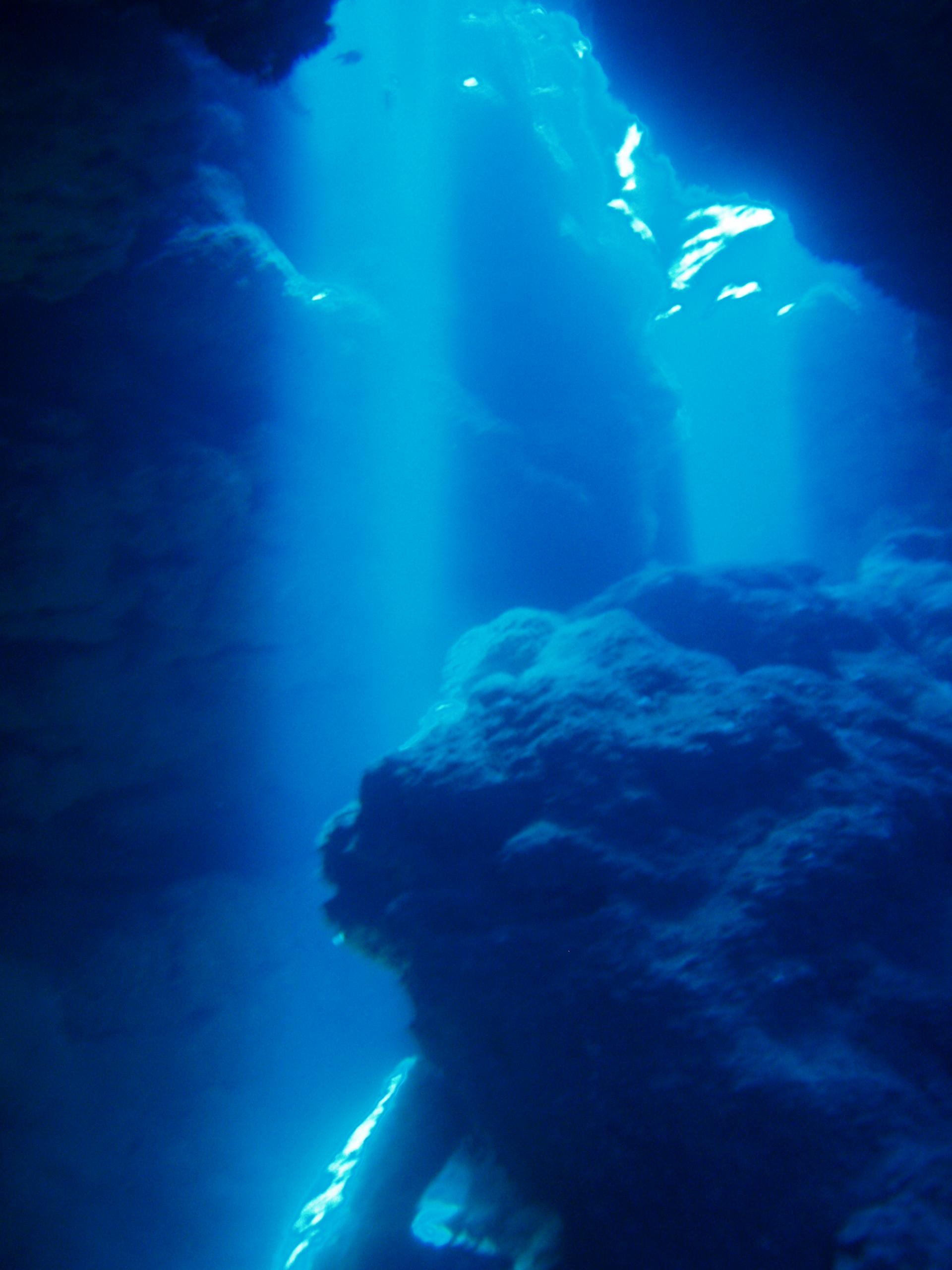 8月15日 ポイント1 ナカチンシ ポイント2 ニタ洞窟 水温28℃ 透明度25m