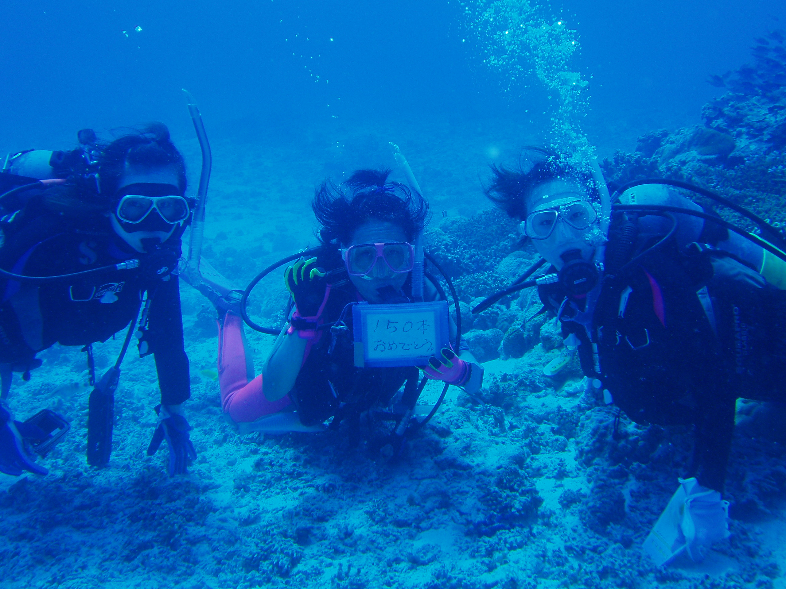 10月2日 ポイント1 奥武島 ポイント2 コアシス ポイント3 ブツブツサンゴ 水温28℃ 透明度30m