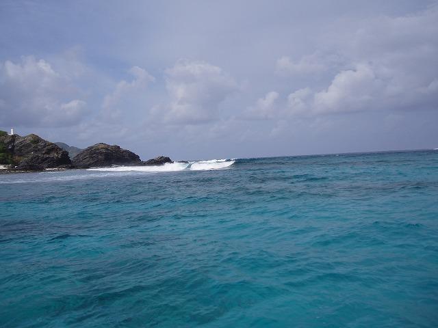 無人島ガヒの波
