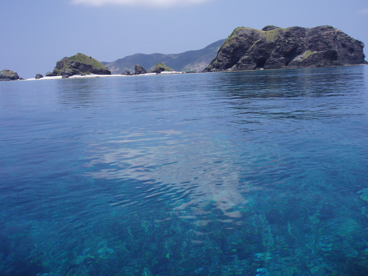 7月25日 ポイント1 イジャカジャ ポイント2 平瀬 水温28℃ 透明度40m